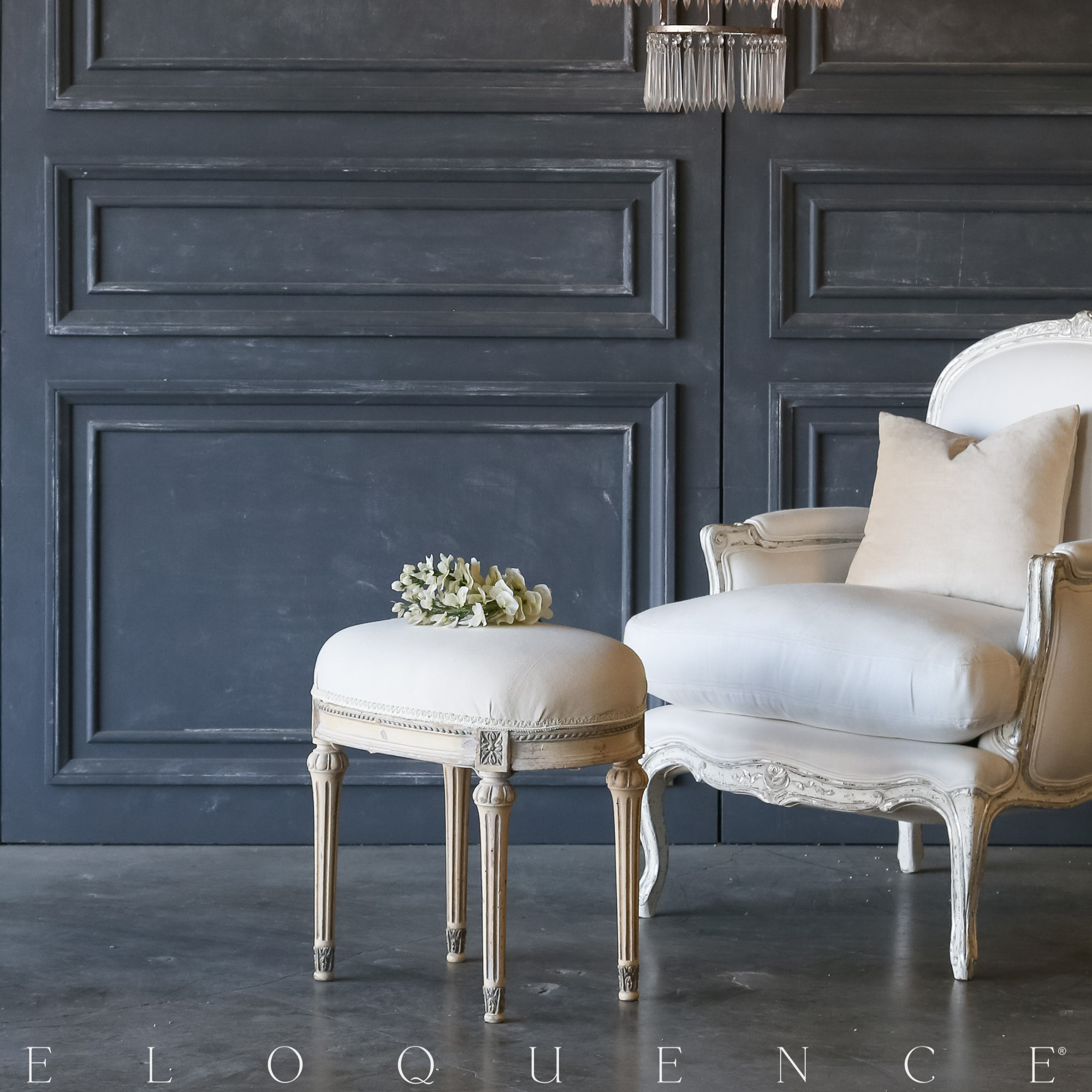 Eloquence® Vintage Ivory Petite Bench: 1940