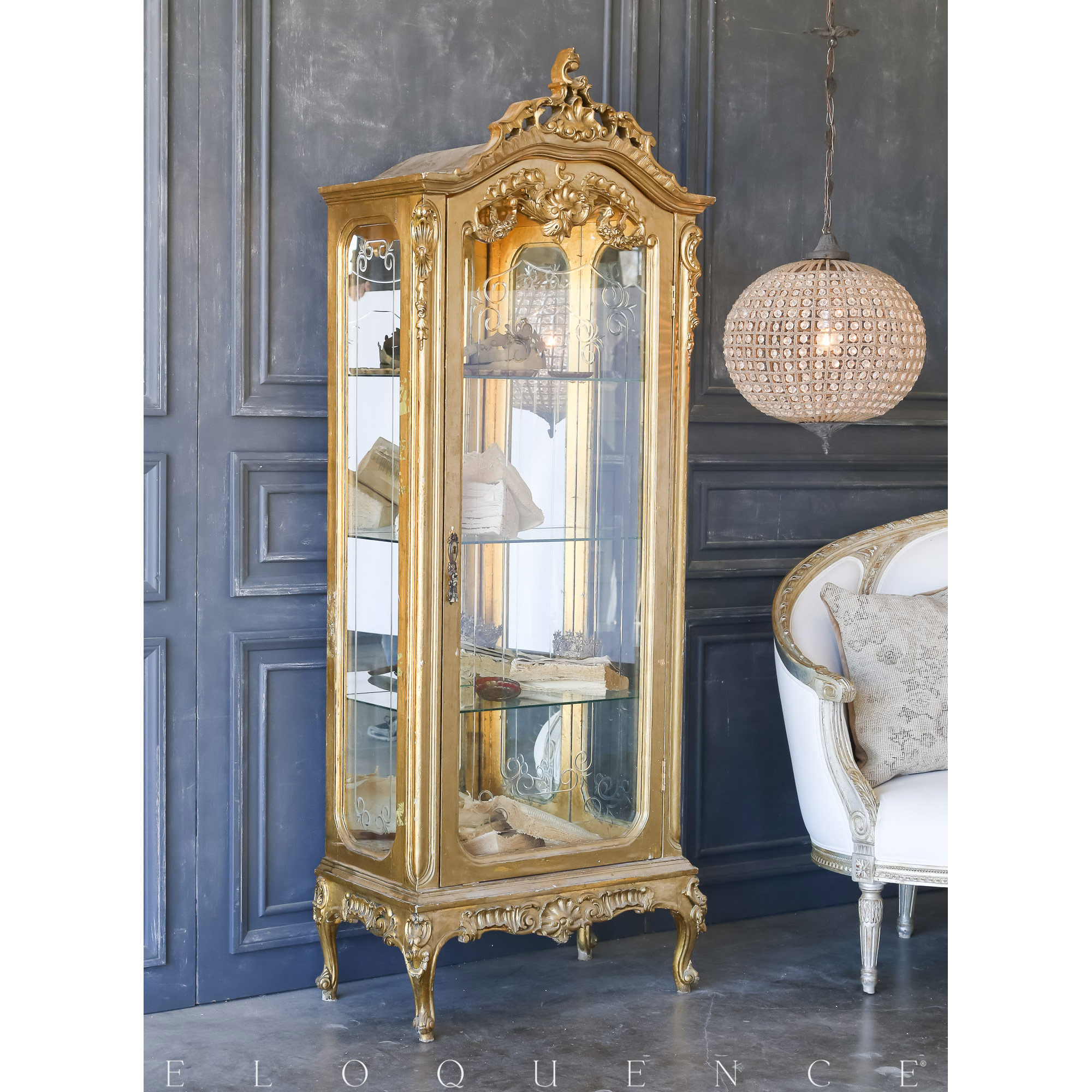 Eloquence® Vintage Gold Glass Vitrine: 1940
