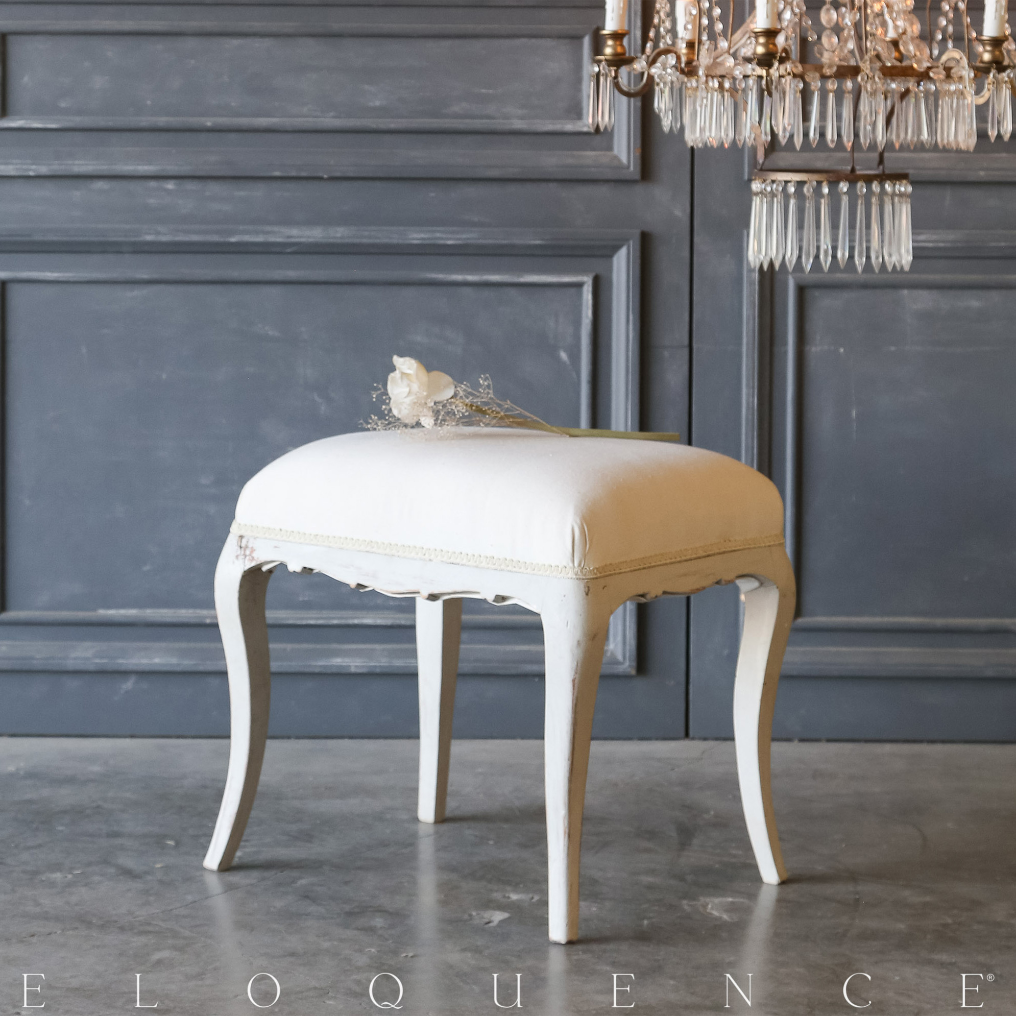 Eloquence® Vintage Soft Blue Bench: 1940