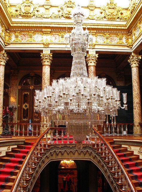 One Of The World S Largest Chandeliers Was A Gift From Queen Victoria To Dolmabahçe Palace In Istanbul It Has 750 Lamps And Weighs 4 5 Tons