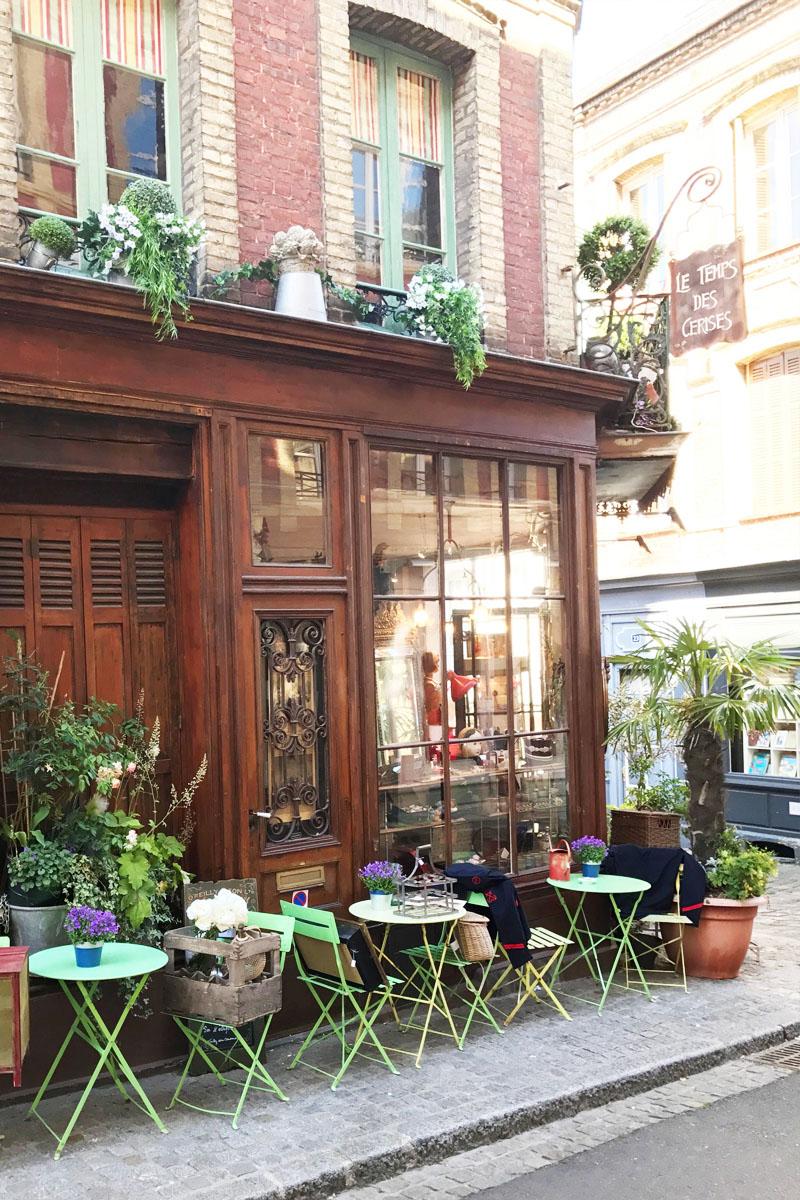the sweetest little antique shop :)