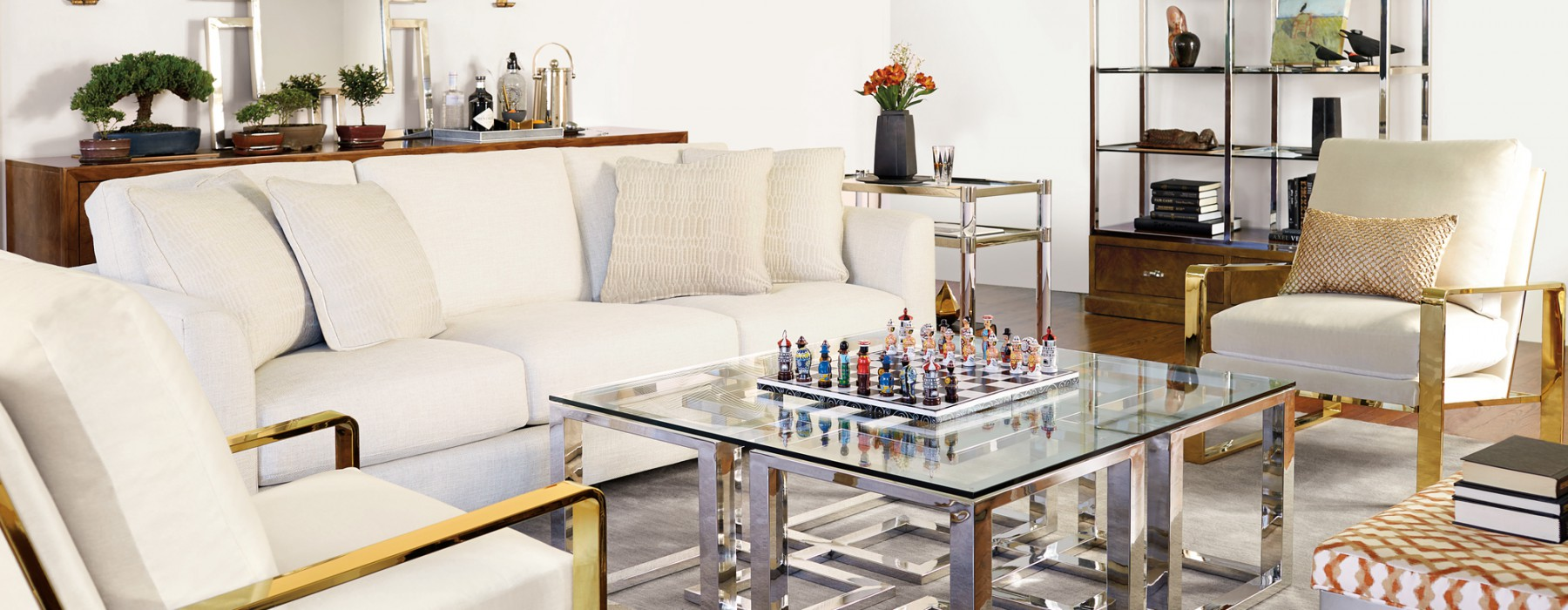 5 Clever Ways To Use Mirrored Furniture in Your Home