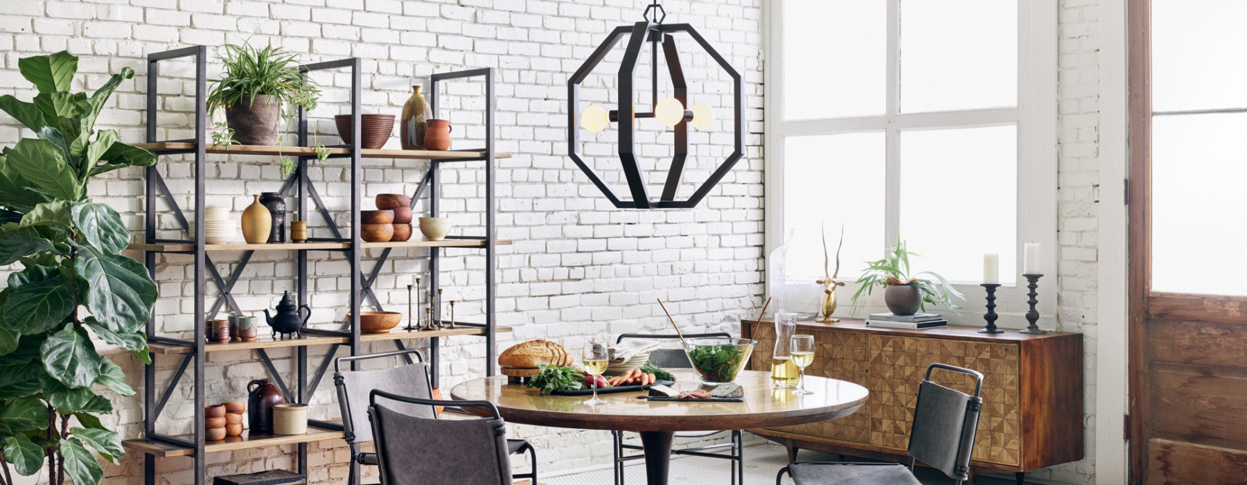 Café Cache: How To Decorate With Bistro Tables