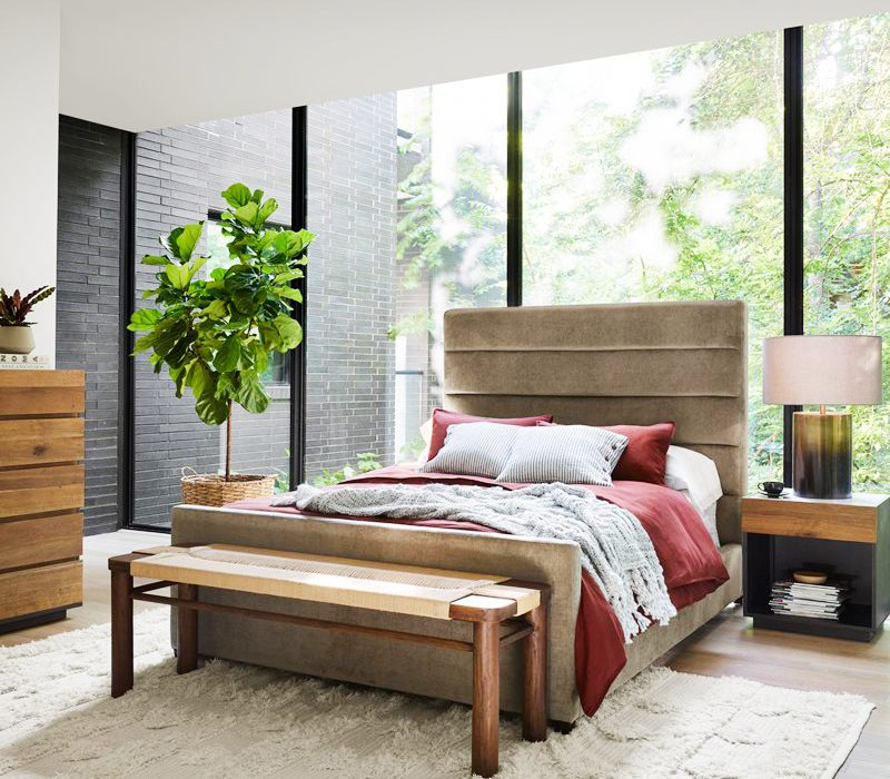 Benches & Desks at the Foot of the Bed: Design Do or Don't?