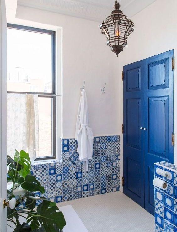 bathroom design with blue tiles